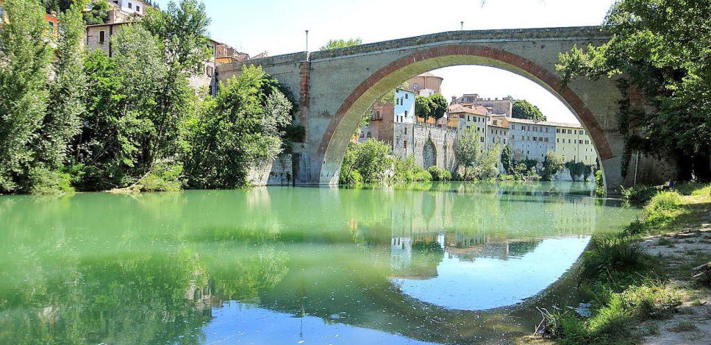 L'antica arcata del ponte romano di Fossombrone ph Stefano Frattini