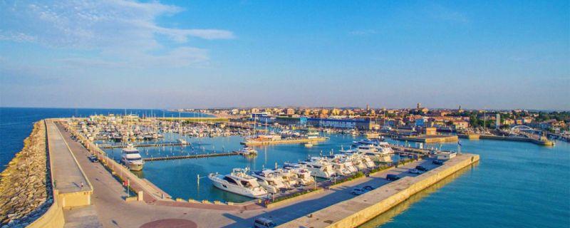 Marina dei Cesari: eine sichere Anlegestelle und angenehme